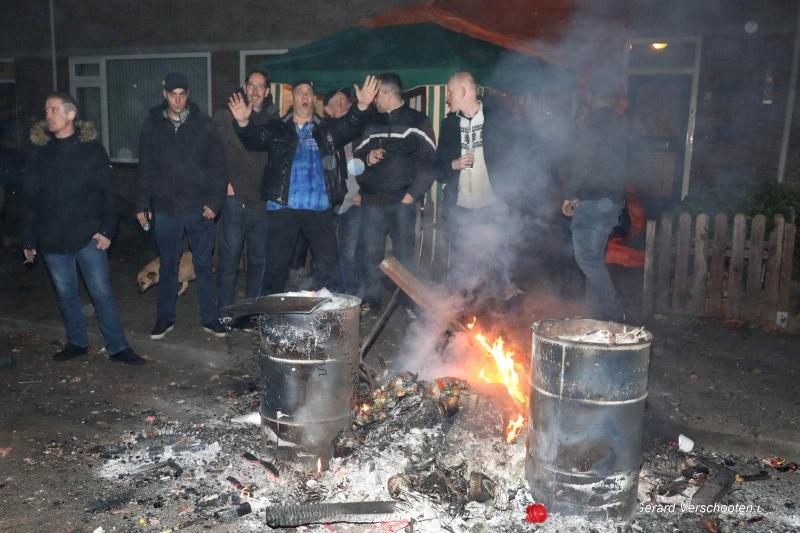 Nieuwjaarsnacht met Henk van Gelder de stad in, brandjes, Drift, ongeluk, Karlijn Baalman. Nijmegen, 1-1-2017 .