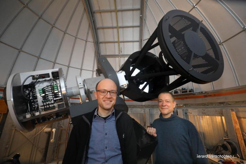 de grootste Nederlandse telescoop, met sterrenkundigen Marcel Fokker en Steven Bloemen. Dat rooster is een scherpstelhulpmiddel. Nijmegen, 2-3-2017 .