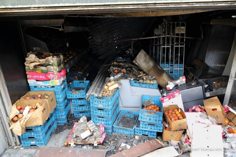 Nog weinig opgeruimd na brand in winkelcentrum Weezenhof. Nijmegen, 8-5-2017 .