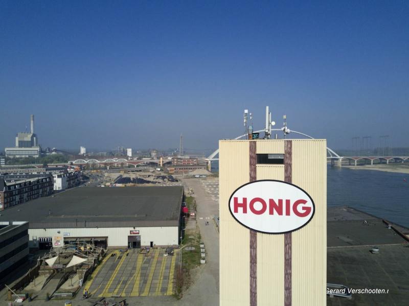 Honigcomplex vanuit de lucht. Nijmegen, 3-5-2017 .