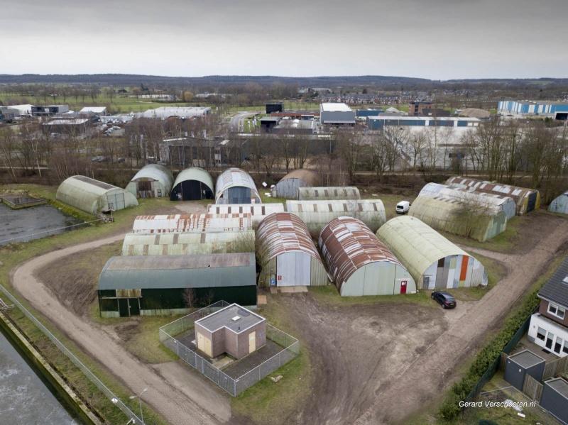 Aan de Cranenburgsestraat in Groesbeek, tegenover de Linde op het industrieterrein, heb je het nissenhuttenterrein. Carnavalsbouwers uit Groesbeek bouwen hier al maanden aan wagens, Groesbeek 29-1-2018 .