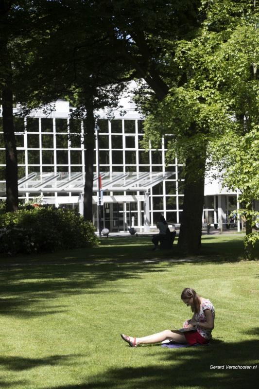 Mooi weer KU terrein bij aula. Nijmegen, 13-5-2018 .