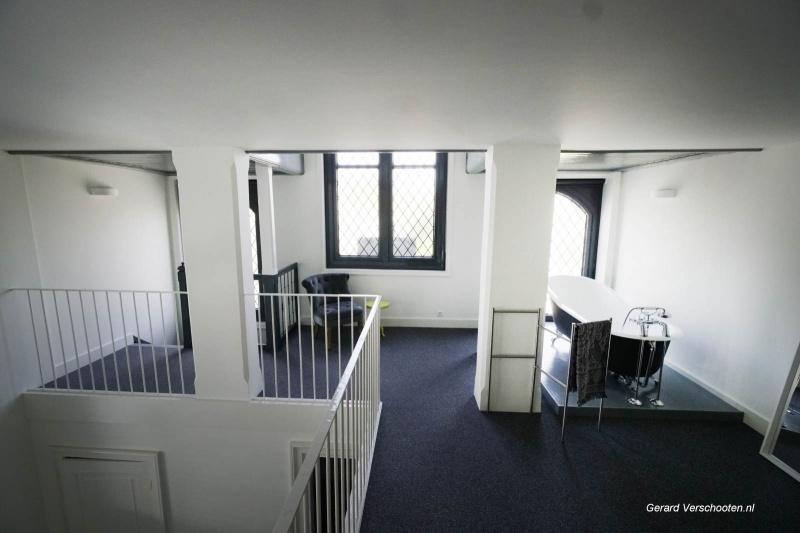 Oude Heselaan 171. Kerkje Hees. Oud kerkje is omgebouwd tot appartementencomplex. met de eigenaar Erik van Oorsouw  . Nijmegen, 17-4-2018 .