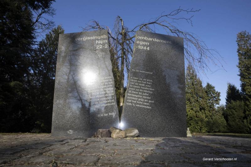 Begraaplaats Graafseweg met  bombardements monument.. Nijmegen,22-02-2018 .