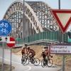 Onduidelijke verkeerssituatie wat betreft fietsen van Lent naar Nijmegen. Nijmegen, 5-8-2013 . dgfoto.