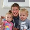 Chantal van Nistelrooij met Pleun en Loek, hun tweeling van 15 maanden op schoot. Van Nistelrooij wordt de nieuwe coach van hockey Nijmegen . Nijmegen, 15-8-2013 . dgfoto.