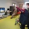Senioren gaan aan de Wii om meer lichaamsbeweging te krijgen. Angeren, 17-10-2013 . dgfoto.