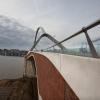 Wandeling over de nieuwe brug, de Oversteek. Nijmegen, 20-10-2013 . dgfoto.