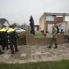 Huisdoorzoeking door politie en genie in Leuvensbroek. Nijmegen, 4-12-2013 . dgfoto.