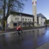 Exterieur vanaf de zijde van de Dorpsstraat. Gemeentehuis wordt verbouwd en er is een conflict over de aanpak van de voorzijde, waar een extra entree moet komen.Groesbeek, 14-4-2014 . dgfoto.