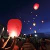 TER HERDENKING VAN DE VLIEGRAMPSLACHTOFFERS mh17 worden er om 22.30 uur wensballonnen opgelaten ter hoogte van het Holland Casino op de Waalkade. Nijmegen, 24-7-2014 . dgfoto.