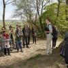 Bij het Kops Plateau in Nijmegen vindt de Kopse Lente Tour plaats, waarbij onder andere verteld wordt over de Romeinse geschiedenis en vondsten daar. Nijmegen, 3-5-2015 . dgfoto.