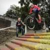 mountainbikers Alex Peters en Jeroen van Eck, die een week later meedoen aan de city downhill, Lindenberg. Nijmegen, 17-9-2015 . dgfoto.