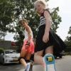 Flora( blond) en Fatou ( donkere krullen) op hun heelyes, of wheelies, van die wieltjes onder je schoenen. Nijmegen, 8-6-2016 .