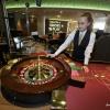Studenten aan de roulette voor VOX in het Holland Casino. Nijmegen, 25-4-2016 .