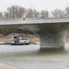 Nieuwe pijlers Waalbrug over nevengeul. Liefst met mensen... Maar in 20 minuten in de regen geen mens gezien... Nijmegen, 30-11-2015 .