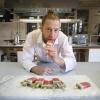 Matthijs Maassen van 'het Ijslab'op de Honig met meloenkiwi ijsje. Nijmegen, 5-2-2018 .