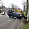 auto op de kop op de Oranjesingel. Nijmegen, 25-1-2018 .
