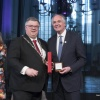 de Vrede van Nijmegen Penning wordt uitgereikt aan Paul Polman, CEO van Unilever, st Stevenskerk met o.a. burgemeester Bruls, Ren? ten Bos, Sigrid Kaag. Nijmegen, 5-4-2018 .