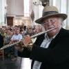 "\""Opening Vierdaagsefeesten 2005 in de st Stevenskerk met  Thijs van Leer die  door de kerk loopt\"""