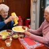 """""""Scholieren van Kandinsky, VMBO bedienen ouderen met friet en kroketten op de Rentmeesterlaan laVerbe, Talis"""""""