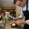 """""""Chef Ysbrandt Wermenbol aan het werk, Restaurant Le Marron (bij zaal Groot Jachthuis) heeft sinds enkele maanden een Michelin-ster."""""""