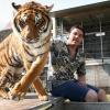"""""""De tijger en de temmer in het water, Circus Renz bouwt op op Goffertwei"""""""