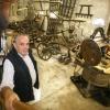 """""""Agrarisch museum Overasselt bestaat 25 jaar, antieke landbouwwerktuigen en vrijwilliger Sjors Derks"""""""
