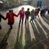 """""""Hand in hand verlaten kinderen van de Montissori basisschool in Leuvensbroek het gebouw bij een brandalarm naar aanleiding  van een brandweeroefening"""""""